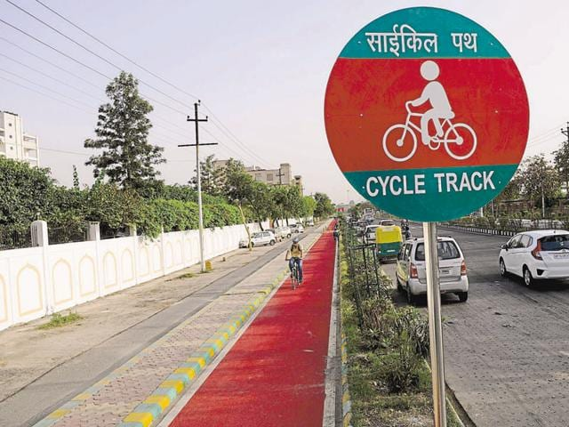 With an aim to encourage residents to ride bicycles only on the dedicated cycle tracks constructed along the city roads, the Noida authority has decided to make the tracks user-friendly by colouring them with thick red epoxy paint.
