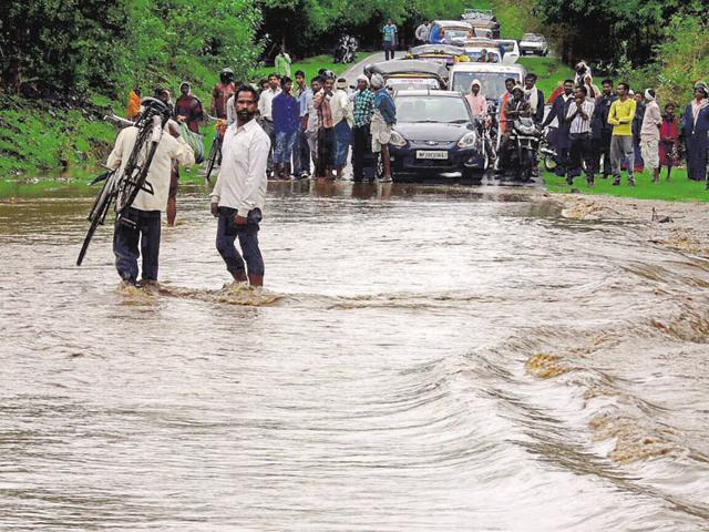 Rivers in spate in MP, many road links snapped, life thrown out of gear