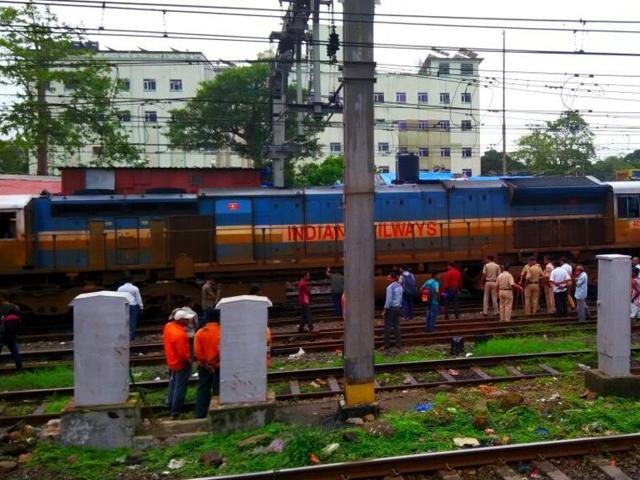 Udyan Express derails in Mumbai; CR services disrupted