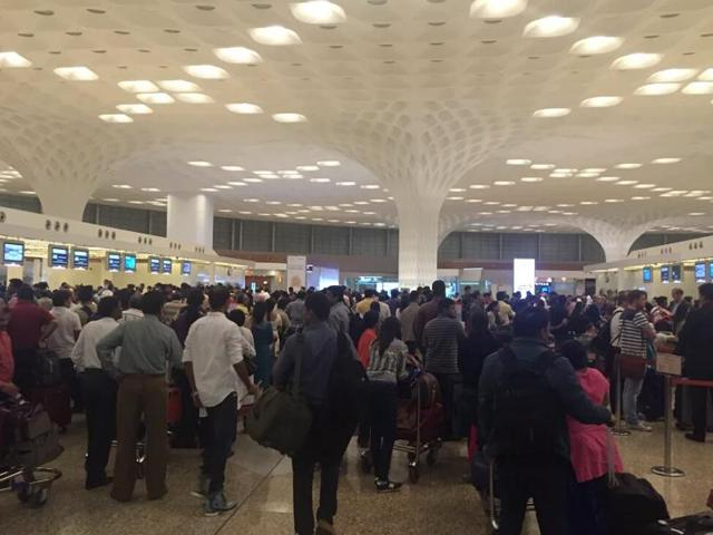 Emergency landing at Mumbai airport delays flight operations by 20 minutes