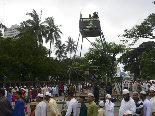 Bangladeshi Muslims wait in a queue for a security check prior to Eid al-Fitr prayers in Dhaka on July 7, 2016.  At least two people were killed when suspected militants hurled bombs at security men guarding Eid prayers in Kishoregunj town on Thursday, July 7, 2016.