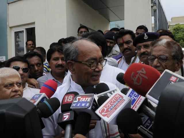Senior Congress leader Digvijaya Singh interacts with journalists in Bhopal.