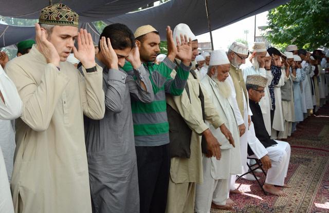 mrm slams ulemas in jk kerala for celebrating eid with