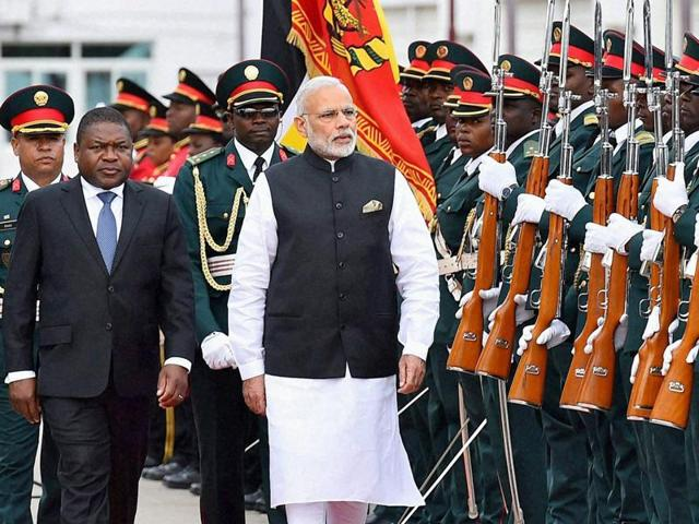 Prime Minister Narendra Modi with Mozambique President Filipe Jacinto Nyusi inspects a guard of honour during a Ceremonial Welcome at Presidential Office in Maputo, Mozambique on Thursday.