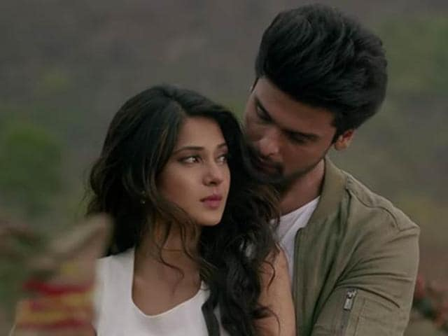 Jennifer Winget's new show, called Beyhadh, has her playing an overly-attached girlfriend to another TV favourite, Kushal Tandon.