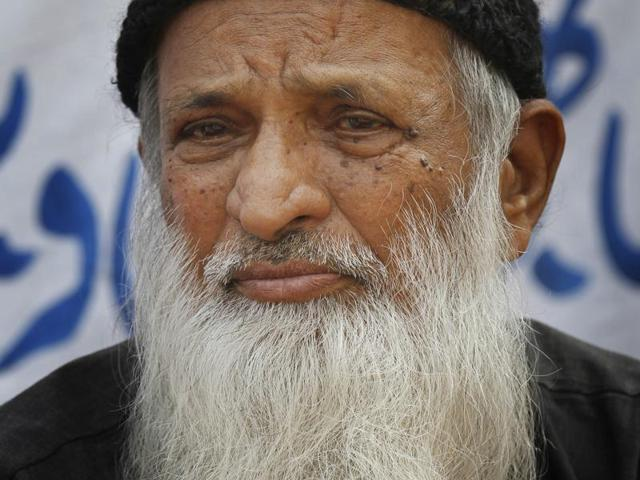 Pakistani philanthropist Abdul Sattar Edhi is in a critical condition and doctors have put him on a ventilator.