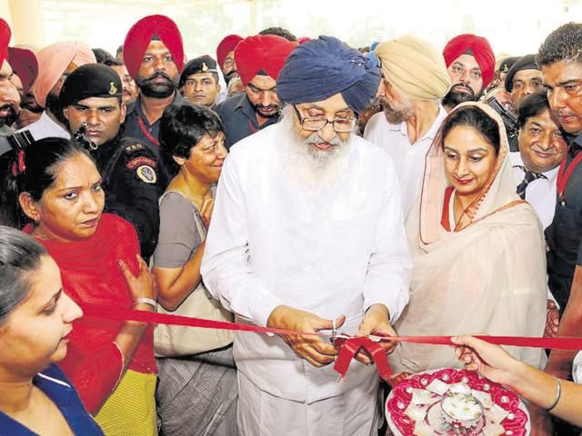 Punjab CM Parkash Singh Badal and Union food processing minister Harsimrat Kaur Badal inaugurating the cancer diagnostic and research centre in Bathinda on Thursday.