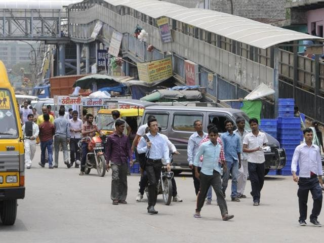 Both sides of the road are occupied by encroachers selling fruits, vegetables, clothes and  household articles. Some have also extended their shops and display their items on the road to attract commuters and workers.