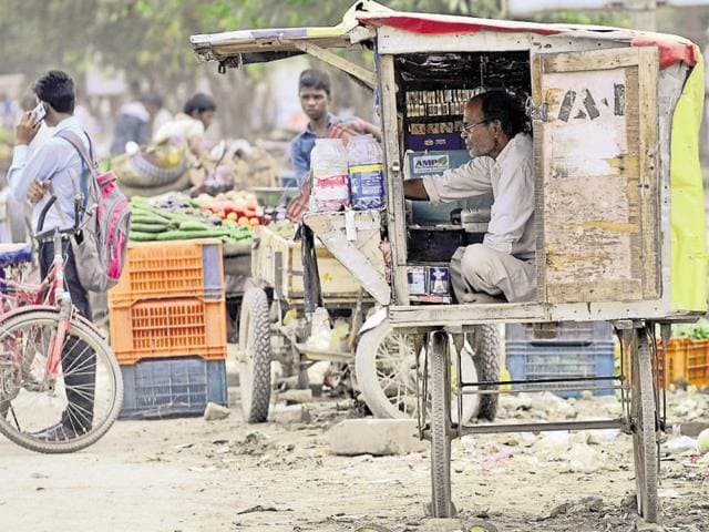 A survey conducted by the authority identified 300 street vendors, carts and food vans across the city.