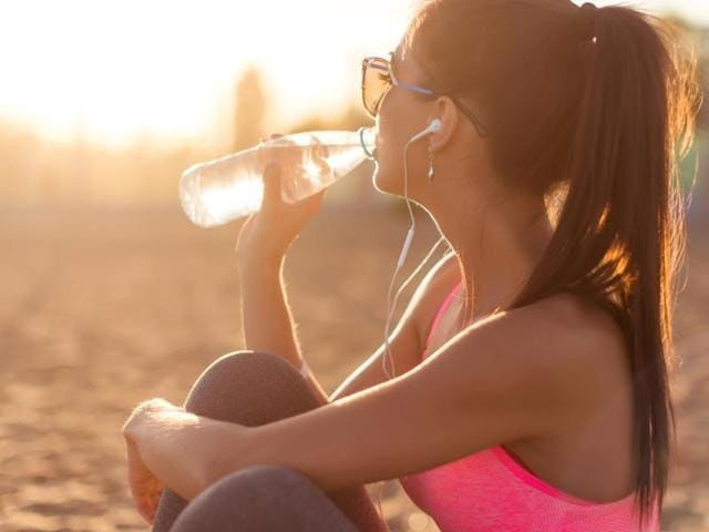 On average, water accounts for 60% of bodyweight. Apart from keeping the brain sharp, it moistens tissues, cushions the joints, regulates body temperature and helps the body absorb nutrients and flush out toxins.