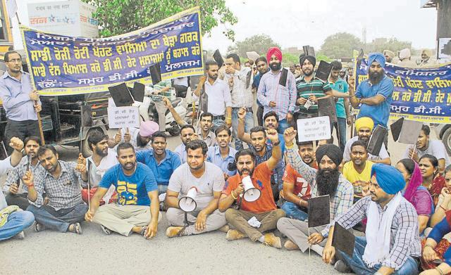 sacked contractual employees protesting at Bhandari Bridge in Amritsar on Friday.