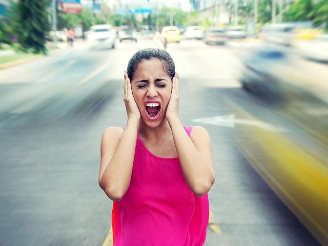 Risk of heart attack goes up with the amount of traffic noise to which you are exposed, says a German study.