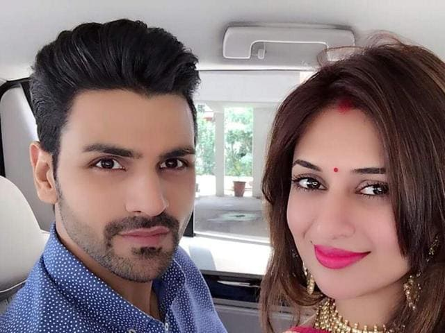 TV actor Divyanka Tripathi, who got married to her Yeh Hai Mohabbatein co-star Vivek Dahiya on Friday night in Bhopal, has finally shared the first pictures of 'Mrs Dahiya'.