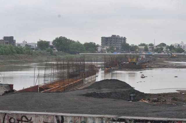 A 12-foot-wide wall being built on the Pipliyahana reservoir to divide the water body into two parts. The area on right side of the wall is being used for construction of modern district court complex.