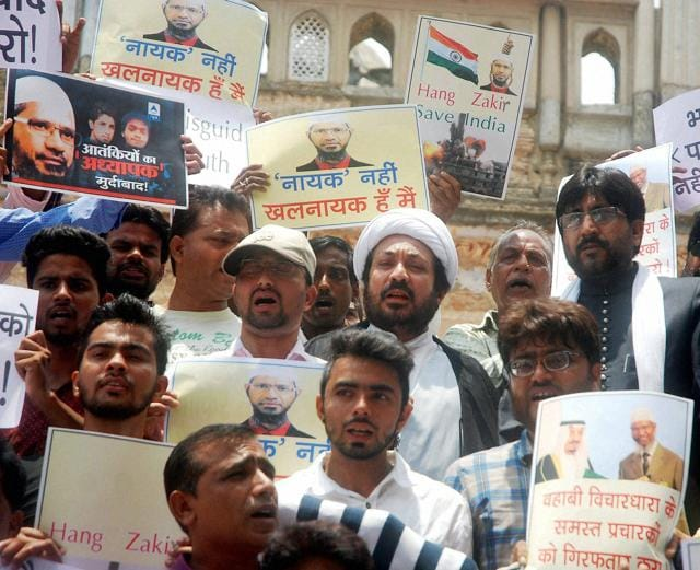 Activists of the Shia National Front protest against Zakir Naik in Lucknow on Saturday.