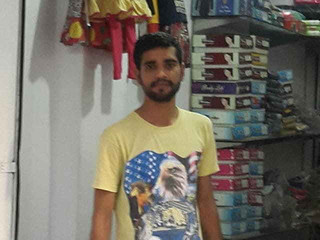 Cloth seller Ram Gopal.(HT Photo)