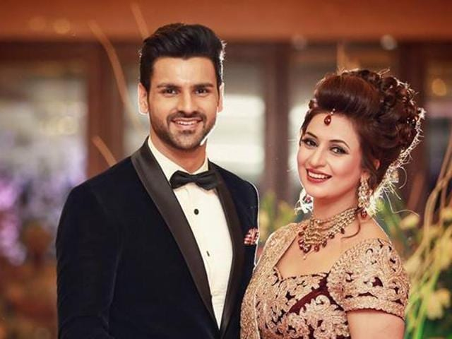 Divyanka wore a wine and golden lehenga with a heavy head of hair and Vivek went for the classy, handsome look with a tuxedo, complete with a bow-tie.(Facebook/TheWeddingStory)