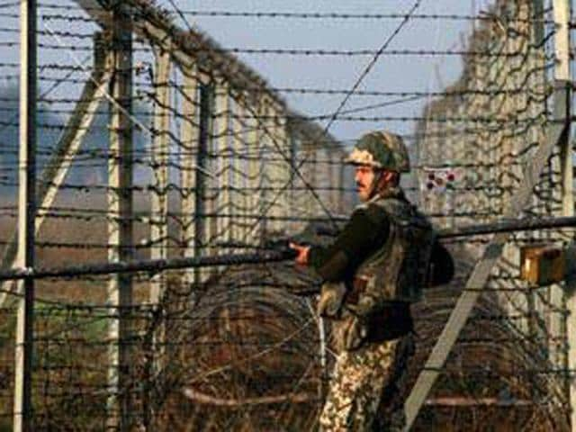 Pakistan violated the ceasefire along the Line of Control, killing a solider in Keran sector of North Kashmir.