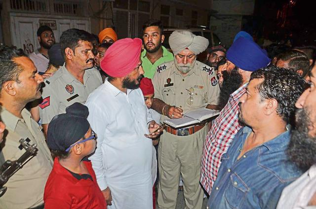 Police recording the statements of Congress workers who attended an event where glass bottles were hurled by unidentified people in Amritsar on Sunday.
