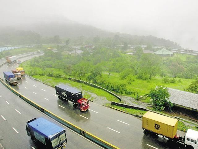 Mumbai-Pune expressway,Bajaj Auto,Malawali