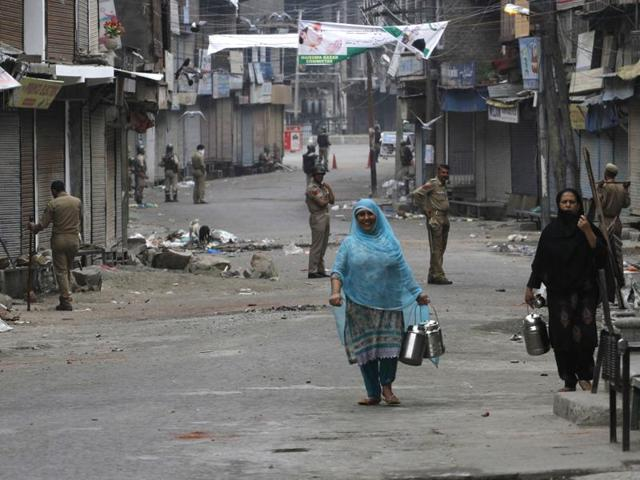 Paramilitary soldiers stand guard during a curfew in Srinagar, India on July 10, 2016. Grocery stores, petrol pumps and other business establishments have remained shuttered in the city for a third day on Monday, July 11, 2016.(Waseem Andrabi / HT Photo)