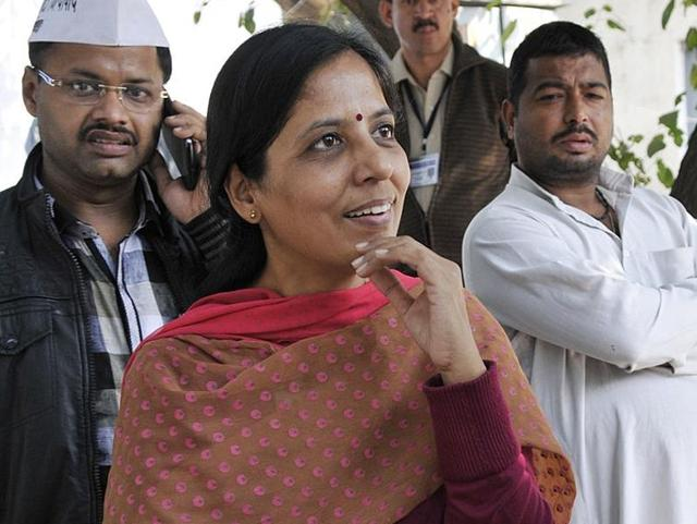 Chief minister Arvind Kejriwal's wife Sunita interacts with AAP workers in Delhi