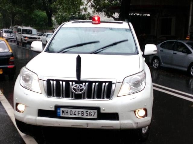 PWD (public undertakings) minister Eknath Shinde also has got a red beacon on his private car.