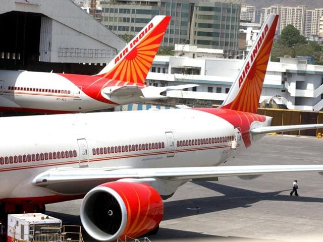 The aircraft made an emergency landing at Kolkata at 8.31 am, after the pilot reported a problem with the right engine of the plane, an AI official said.