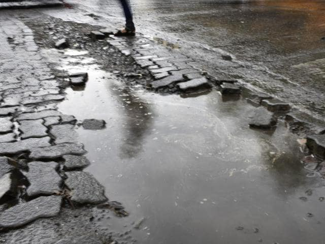 Until July 10,the Brihanmumbai Municipal Corporation (BMC) recorded 612 potholes .