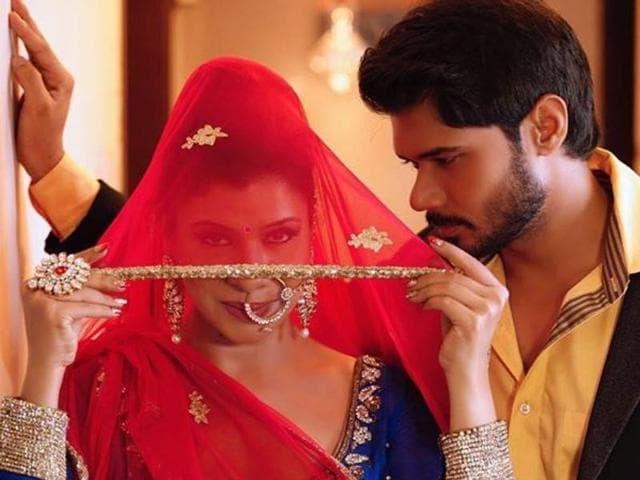 Avinash met Sambhavna during Dance Sangram (2010) - a dance reality show for regional channel Mahua TV.