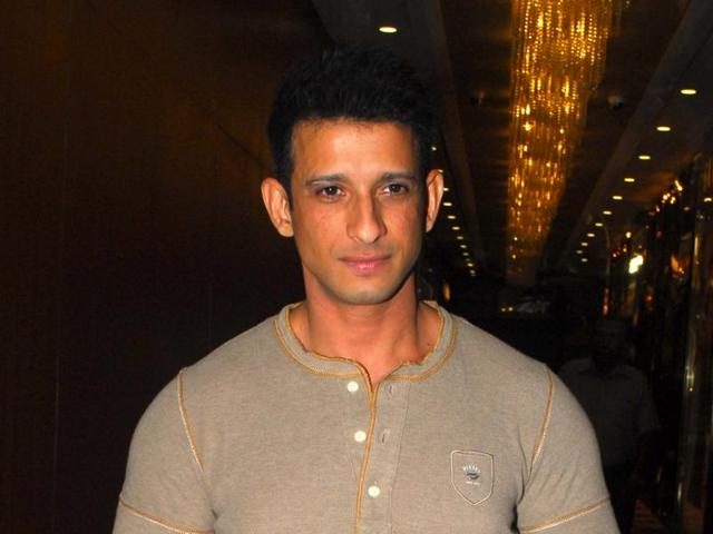 Actor Sharman Joshi was surprised one of his fans in the United States bought maximum tickets of his play and got all her relatives to watch it.