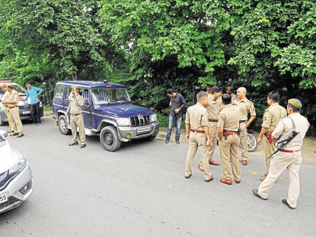 daylight shooting,Noida police,decoy