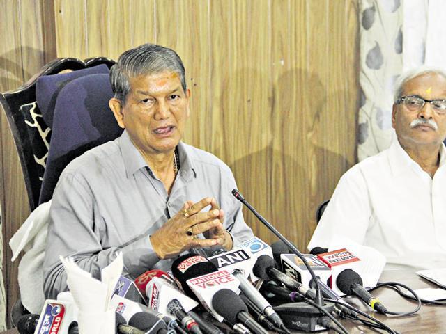 Harish Rawat addresses a press conference in Dehradun. (Photo by Vinay Santosh Kumar/Hindustan Times)