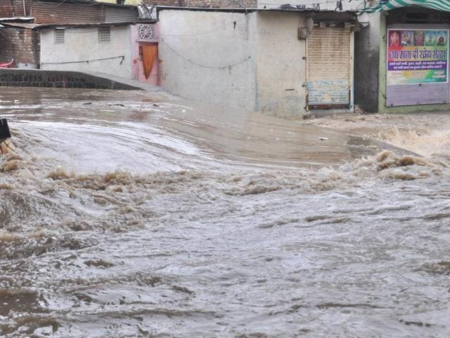 Heavy showers lashed Indore for the third consecutive day on Tuesday.