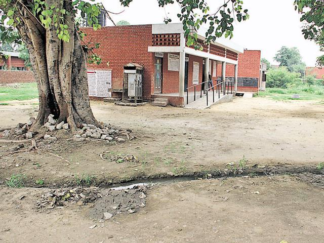 A schoolteacher says several incidents of thefts of LPG cylinders, utensils and water taps have been reported in the past at Government Primary School, PAU, Ludhiana.
