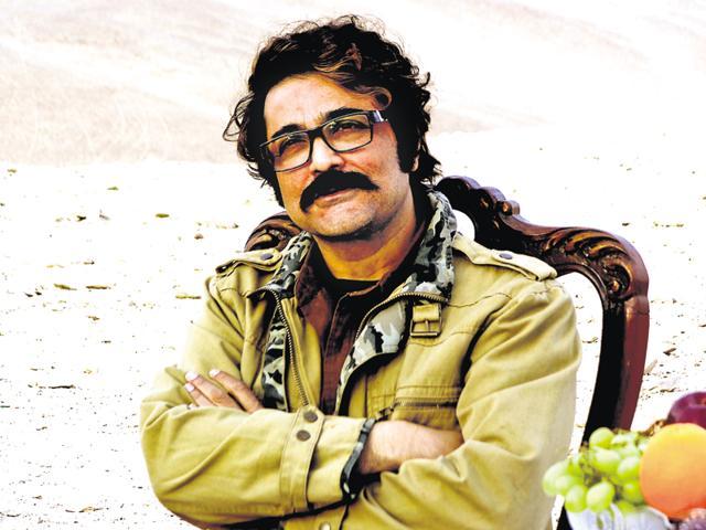 ProsenjitChatterjee played Kakababu in Mishawr Rawhoshyo.