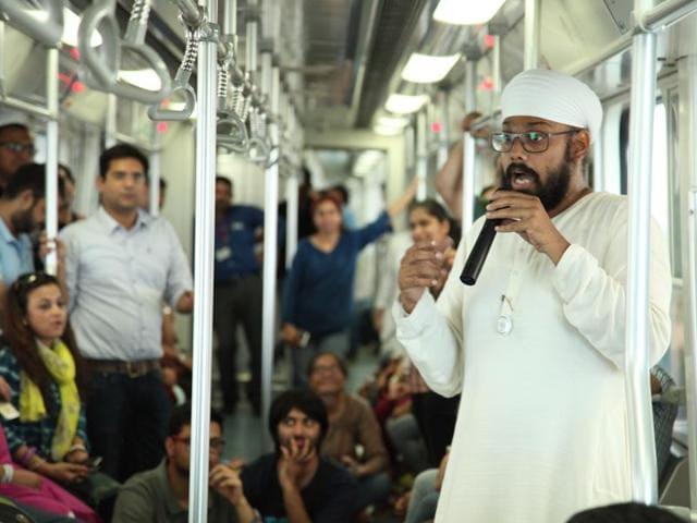 Passengers were enthralled by the hidden stories of Qutub Minar(Manoj Verma/HT)