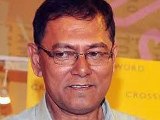 Jyotirmoy Dey, known to be a fearless journalist, often wrote on Mumbai underworld's activities and gang-wars.