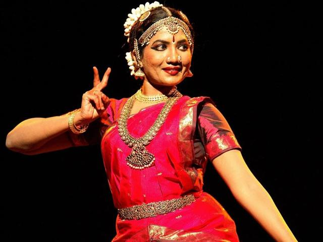 Kavitha Ramu's father is an IAS officer. Her mother sent her for Bharatanatyam classes. That explains why she chose to pursue both.