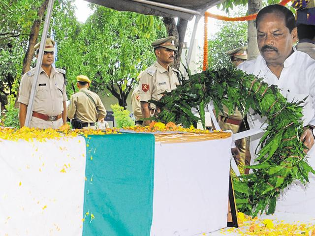 Chief minister Raghubar Das pays tribute to martyred COBRA jawan Ajay Kumar in Ranchi.