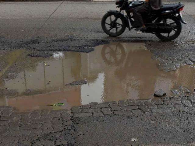 Smart cities,Potholes,Ptoholed roads