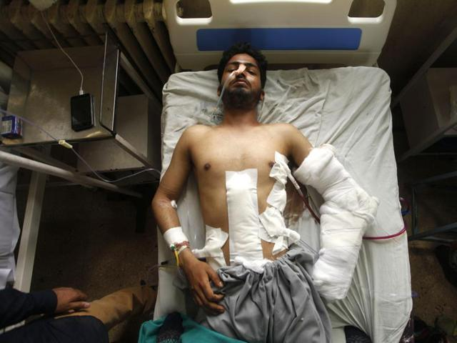 A protester injured by bullets at Shri Maharaja Hari Singh hospital in Srinagar on Tuesday.(Waseem Andrabi/ HT Photo)