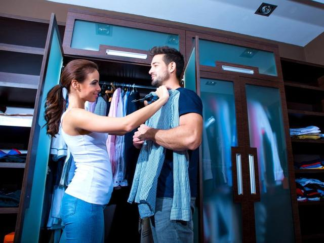 Men prefer to have a stylist of the opposite sex when getting ready for a special date, finds a new survey.