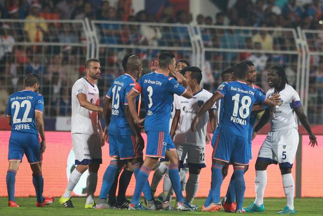 The ISLfinal between FCGoa (blue) and Chennaiyin FCended in the two teams coming to blows.