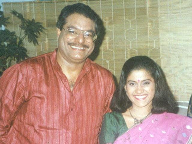 Siddharth Kak and Renuka Shahane were the anchors of the popular cultural show, Surabhi.