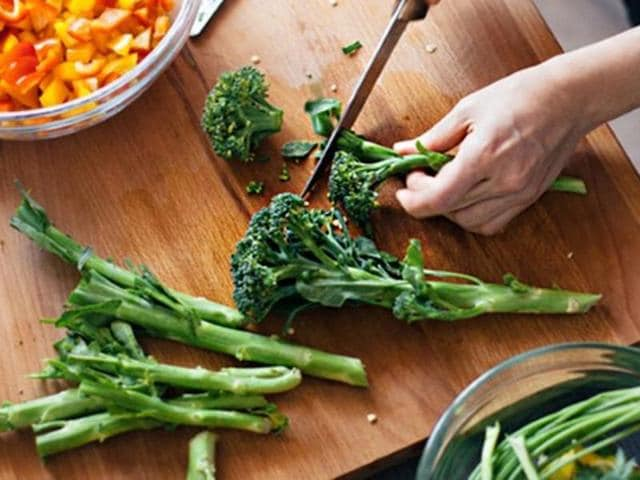 Low levels of dietary folate -- found in green, leafy vegetables, legumes and whole-grains -- alters DNA function that raises risk of diabetes.