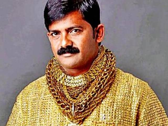 It took 15 craftsmen 17 days to make Dattatray Phuge's gold shirt, which could be folded and stored like those made of fabric alone.