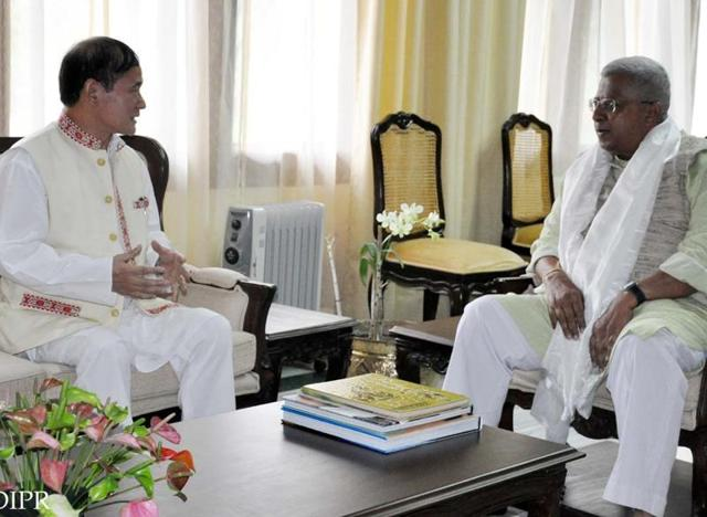 Arunachal Pradesh chief minister Nabam Tuki (Centre) meeting governor Tathagata Roy, July 15, 2016. The governor has asked Tuki to seek trust vote on Saturday.