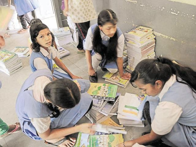 MP has over 20,000 schools with about 4.5 lakh teachers on rolls.(Mujeeb Faruqui/HT Photo)