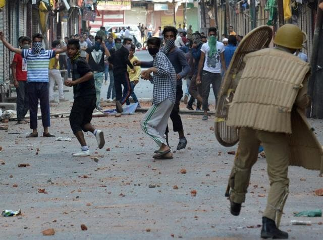 Kashmir unrest: Cops face their 'own people' in line of duty
